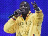 "Akon talks about collaborating with Justin Bieber on his upcoming LP, calling him his ""little man""."