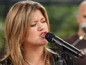 Kelly Clarkson performs with Daughtry