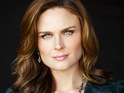Emily Deschanel reportedly agrees to delay her directorial debut on Bones.
