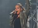 Singer Alicia Keys pays tribute to New York City in her latest solo performance.