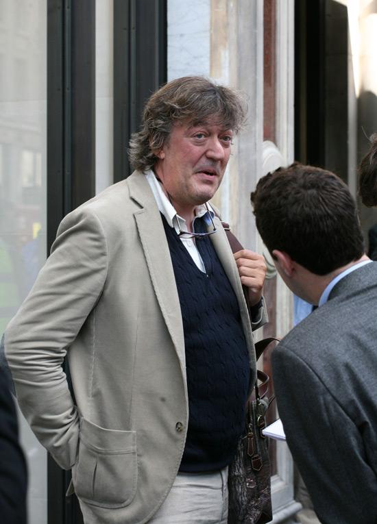 Steven Webb Stephen Fry   www.imgkid.com - The Image Kid ...