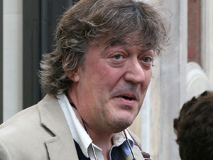 Stephen Fry outside an Apple Store for the iPad launch