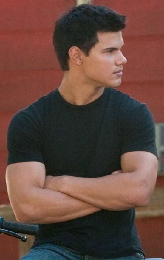 Taylor Lautner still has nice arms. Taylor Lautner in Twilight Eclipse