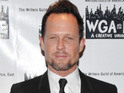Dean Winters says that his heart stopped for two and a half minutes due to a bacterial infection.
