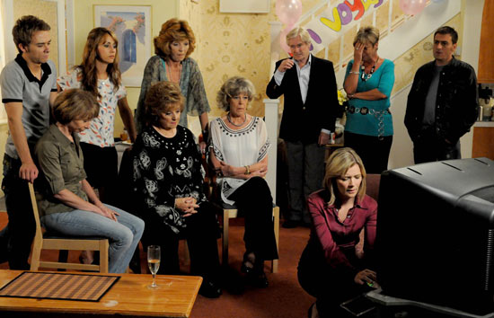 Coronation Street: 7402: 2010-08-13: Gail and Deirdre