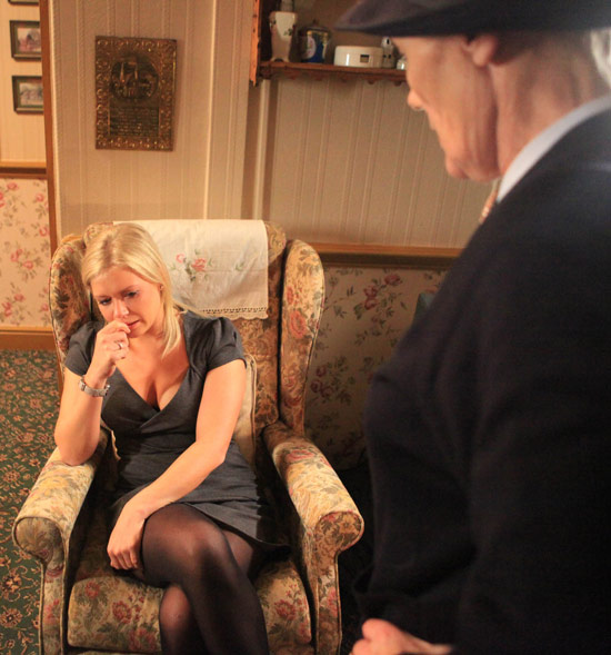 Eve begs Edna not to say anything to Carl now she knows about the affair