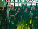 Glee: S02E06 - The girls perform