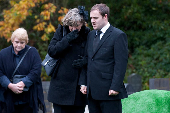 Tyrone and Kevin come to blows at Molly&#39;s funeral