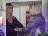 Roxy finds her way into Ronnie's flat, only to find Ronnie crying uncontrollably.