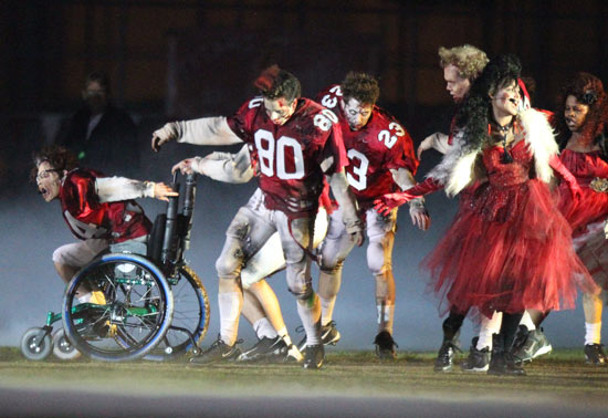 The cast of Glee zombie-up for Thriller