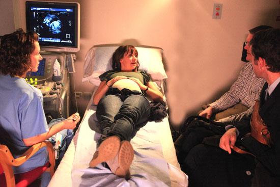 Rhona Goskirk (Zoe Henry) has her baby scan.