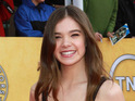 True Grit actress Hailee Steinfeld reveals that she gets tongue-tied around other celebrities.