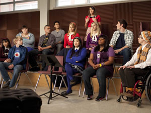 Glee S02E13 'Comeback': Rachel makes a suggestion to the glee club.