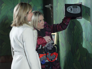 EastEnders - Roxy Mitchell (Rita Simons) and Glenda Mitchell (Glynis Barber)