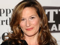 Ana Gasteyer says that she's not friends with too many famous people.