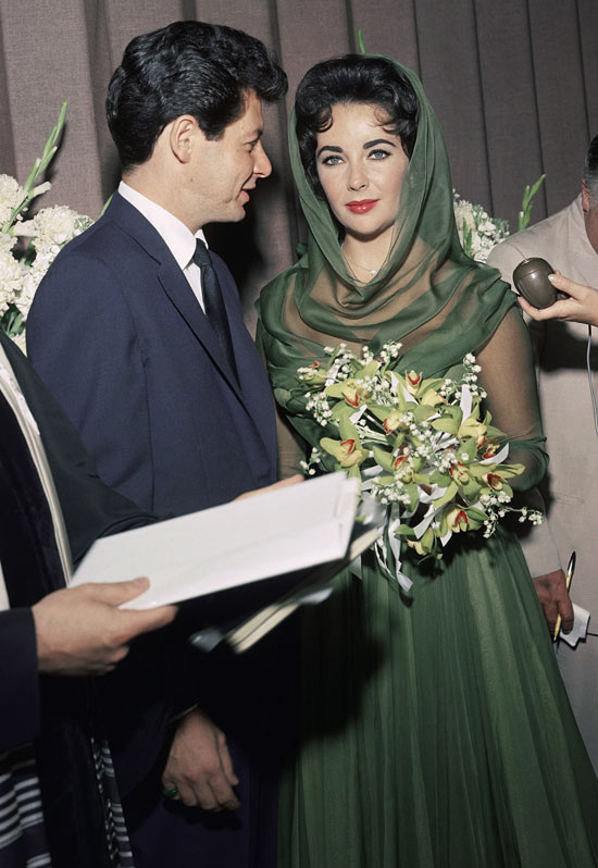 Liz Taylor marries Eddie Fisher