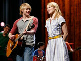 Glee S02E19: Sam and Quinn perform on stage