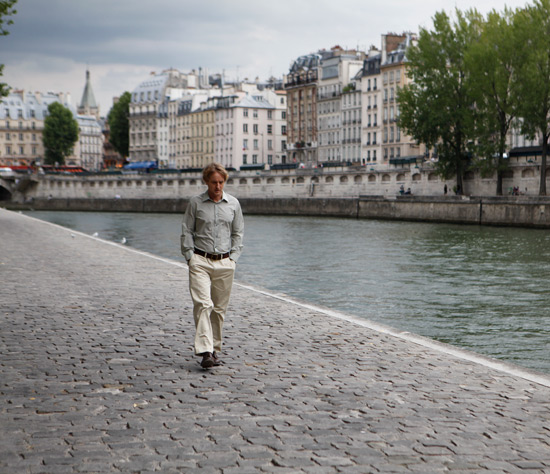 A stroll by the river seine
