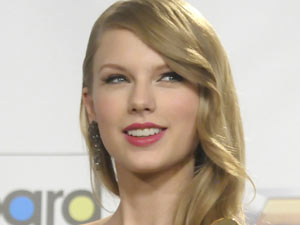 Taylor Swift arrives at the Billboard Awards 2011
