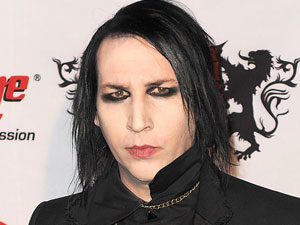 The 48-year old son of father Hugh Warner and mother Barbara Wyer Warner, 185 cm tall Marilyn Manson in 2017 photo