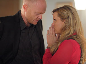 Tanya resolves to make her decision and goes to meet Max.