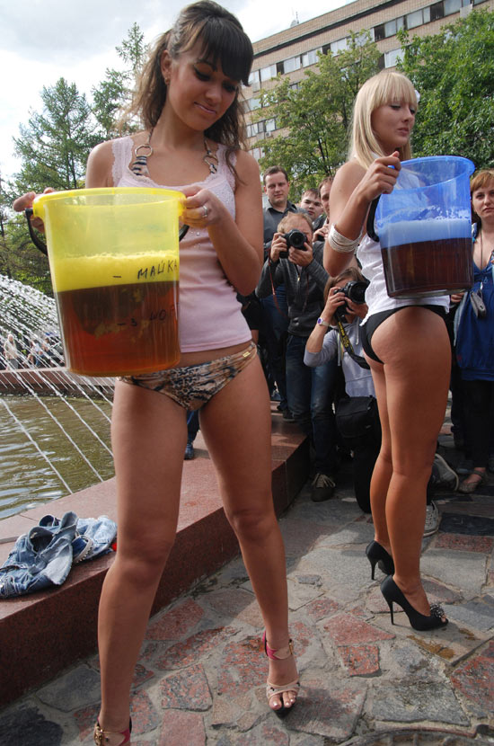 Medvedev's Girls endorse Russian President Dmitry Medvedev's anti-beer drive