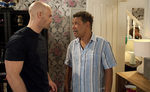 Corrie - Chris Gray (Will Thorp) and Lloyd Mullaney (Craig Charles) fight
