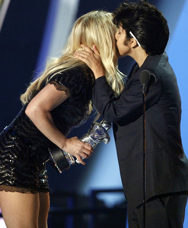 VMAS 2011: Lady GaGa and Britney Spears