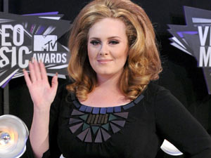Adele arrives for the 2011 VMA's