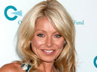 Kelly Ripa is being honored with a GLAAD award from Anderson Cooper