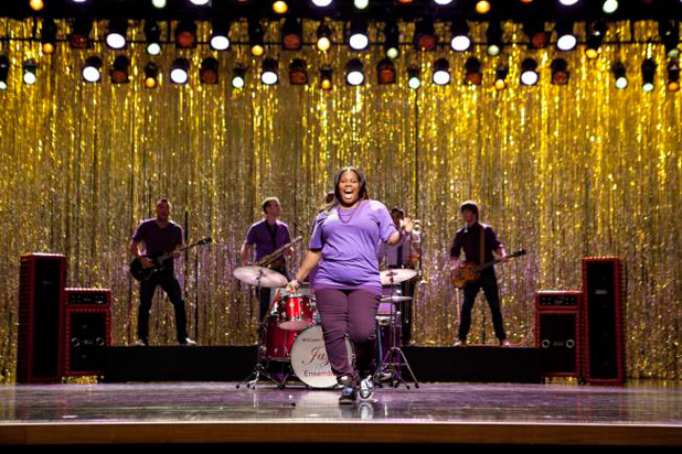 Mercedes Jones singing in 'The Purple Piano Project' episode