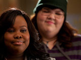 Glee: Lauren (Ashley Fink) and Mercedes (Amber Riley)