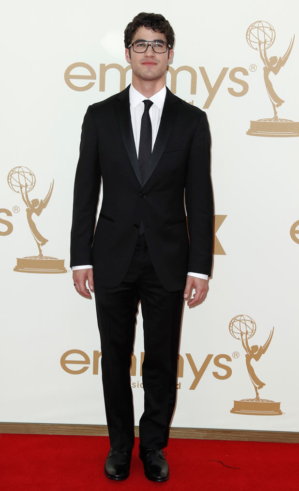 oi genteeeee 618w_63rd_emmy_awards_red_carpet_21