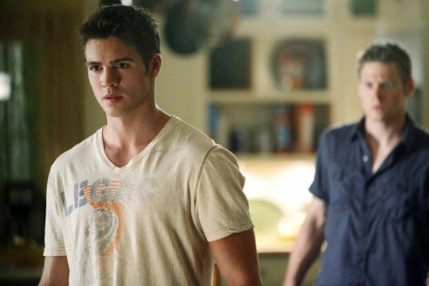 The Vampire Diaries S03E02: Jeremy and Matt