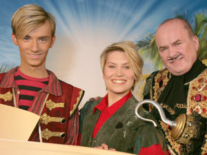 Harry Derbidge, Amy Bird and Steve McFadden at the 'Peter Pan' photocall