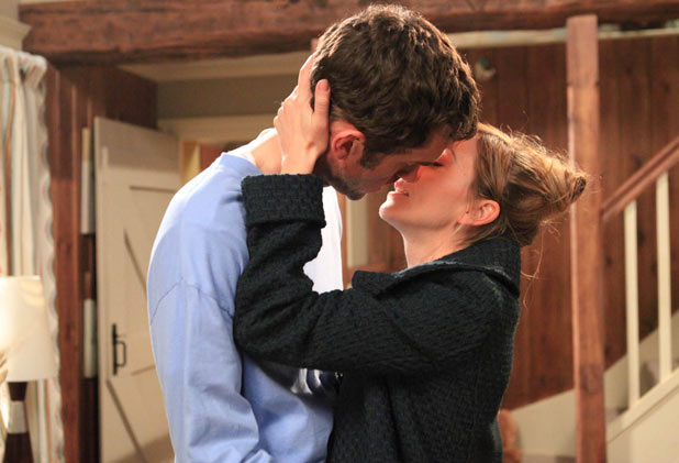 Laurel Thomas (Charlotte Bellamy) and Marlon Dingle (Mark Charnock) kissing