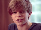 Ronan Parke sings 'What Makes You Beautiful' (still)