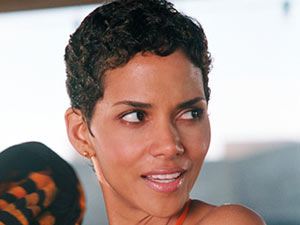 Jame's Bonds Girls: Halle Berry