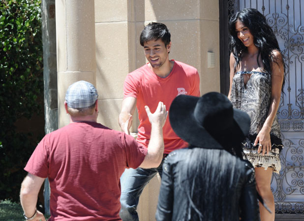 Enrique Iglesias meets contestants