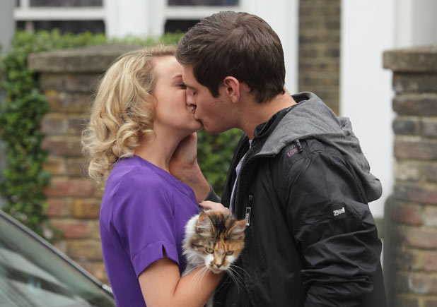 Anthony Moon (Matt Lapinskas) kisses Jodie Gold (Kylie Babbington)
