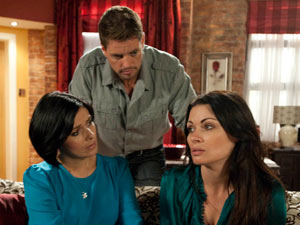 Carla tells Michelle and Ciaran the only way to be rid of Frank is to drop the charges