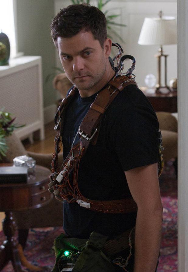 Peter (Josh Jackson)