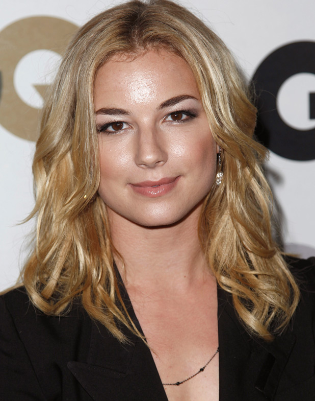 Emily VanCamp - Wallpaper