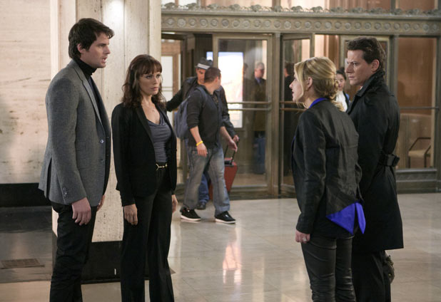 Chris Polaha as Henry, Detective Saldana as Emily Swallow, Sarah Michelle Gellar as Siobhan Martin/Bridget Kelly and Ioan Gruffudd as Andrew Martin