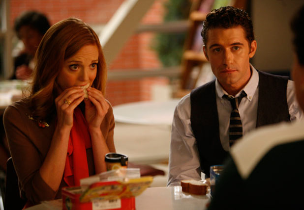 Emma (Jayma Mays, L) and Will (Matthew Morrison, R)