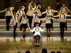 Glee S03E08: 'Hold On To Sixteen'