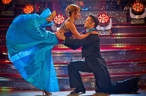 Harry and Aliona dance the Quickstep