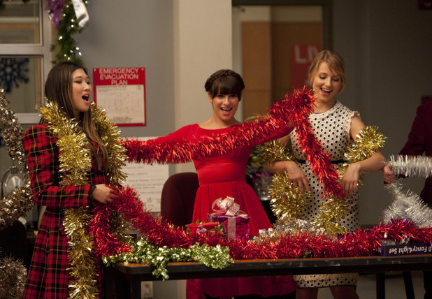 Tina, Rachel and Quinn perform