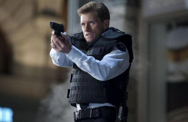 Denis Leary as cop George Stacy.