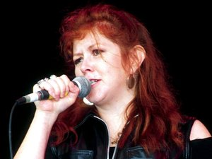 Kirsty MacColl performing